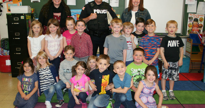 Kindergartners with police officer